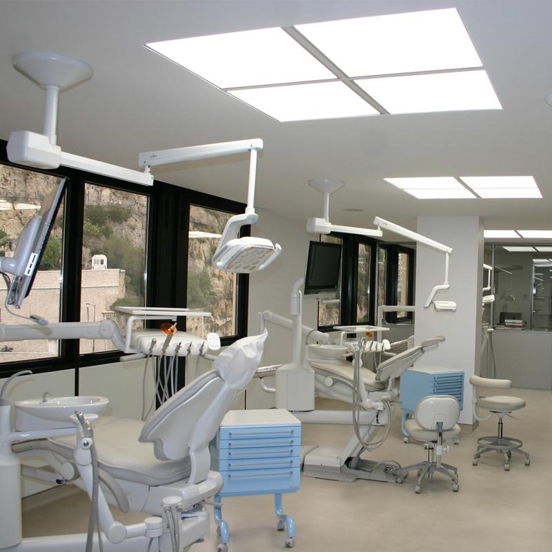 Salle de soins - Dalles 600x600 mm blanc neutre et Smart L